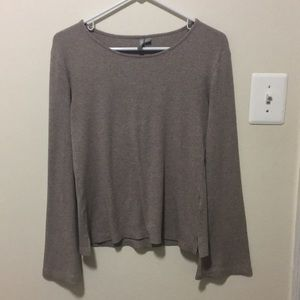 Rubbed bell sleeve sweater
